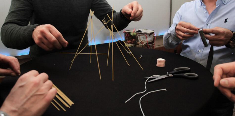 Teambuilding Spiele Erwachsene und Kooperationsspiele - Marshmallow Challenge